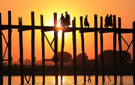 Myanmar (Burma), U-Bein Bridge...